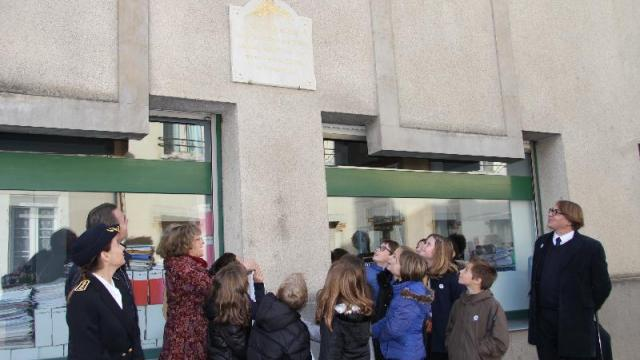 chateau-gontier-la-plaque-en-hommage-georges-petit-inauguree
