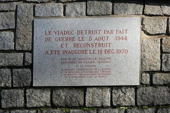 800px-Mayenne_commune_et_rivière_03