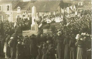 Monument aux morts (1) (Inauguration 25 avril 1920)