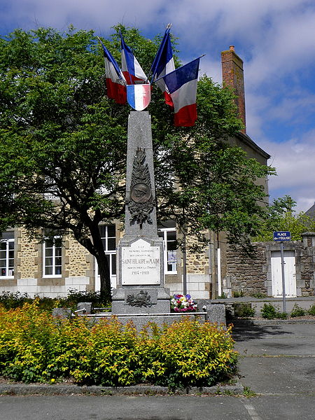 Saint-Hilaire-du-Maine_(53)_Monument_aux_morts